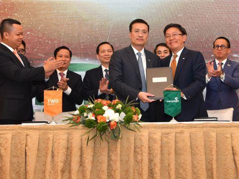 FWD và Vietcombank hợp tác phân phối bảo hiểm qua ngân hàng